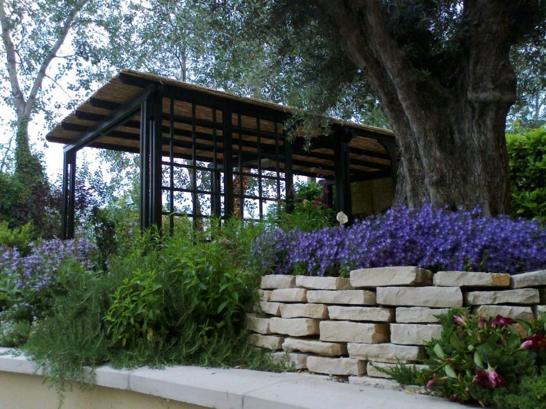 Realizzazione di aiuole e bordure arte del giardino for Giardini e aiuole