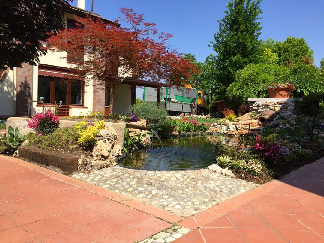 Laghetti arte del giardino vendita piante acquatiche for Fontana per laghetto